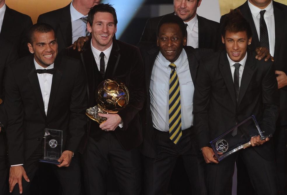 Pelé ao lado de Neymar e Messi, em entrega da Bola de Ouro em 2012 — Foto: FRANCK FIFE / AFP