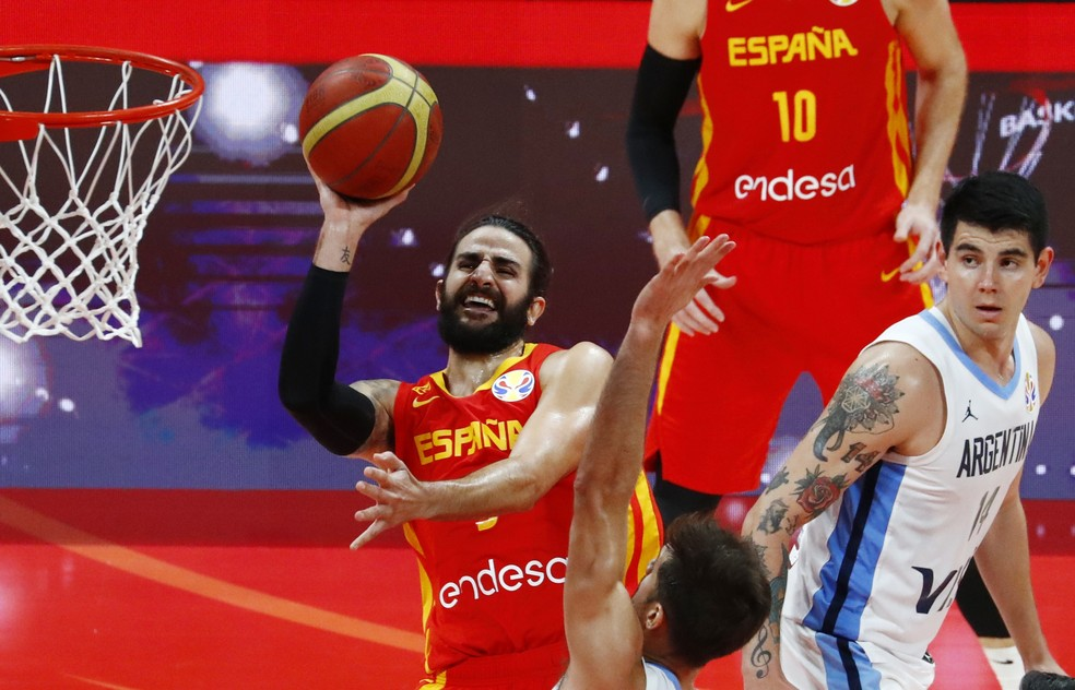 Ricky Rubio em ação pela Espanha contra a Argentina na Copa do Mundo de basquete — Foto: REUTERS/Thomas Peter