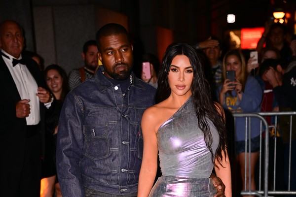 A socialite Kim Kardashian e o marido, o rapper Kanye West, durante o evento anual do Fashion Group International 2019, em Nova York (Foto: Getty Images)