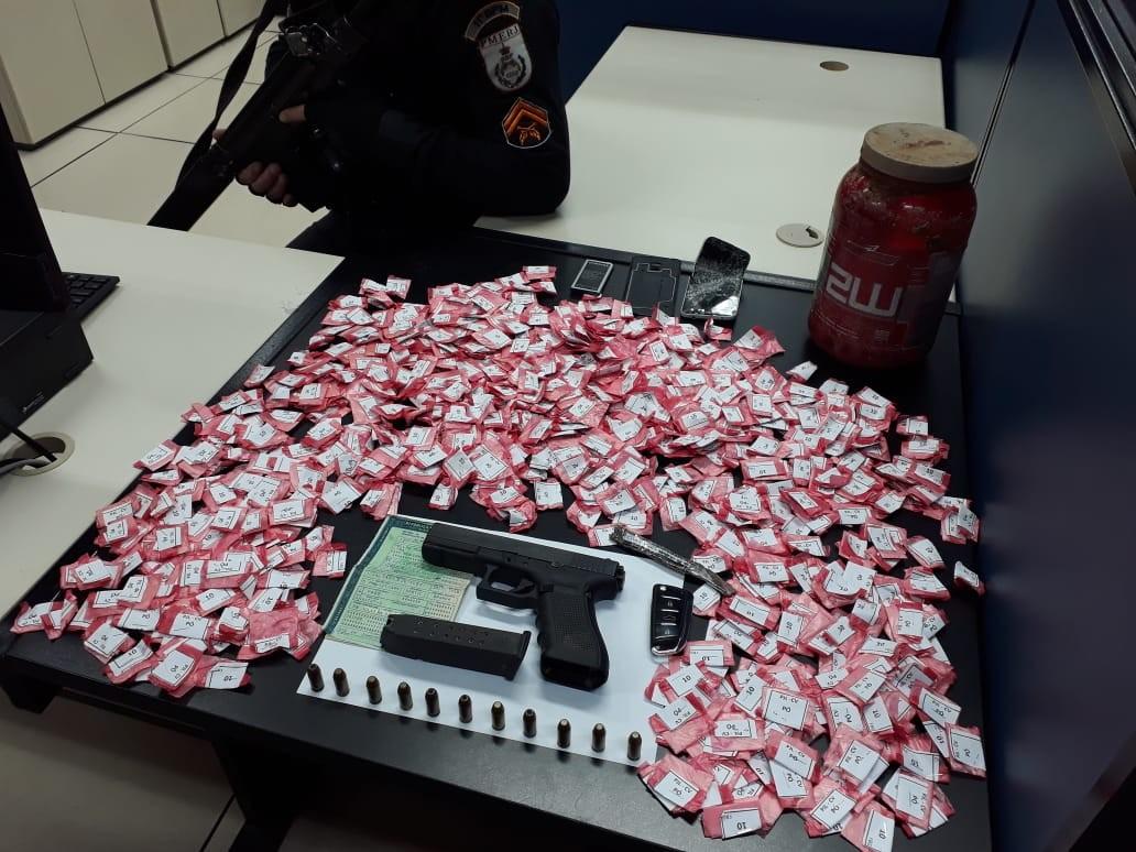 Homem é preso com carro clonado, pistola e drogas em Nova Friburgo, no RJ - Notícias - Plantão Diário