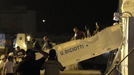 Presidente da Itália interfere no governo e manda navio atracar