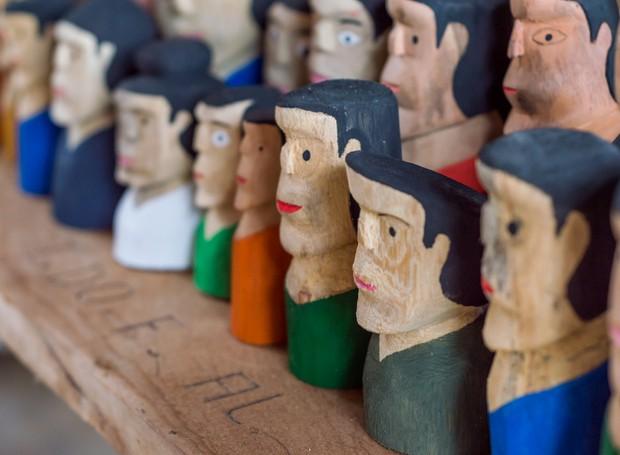 As cabeças humanas entalhadas na madeira, vindas da Ilha do Ferro, em Alagoas, também estarão entre os mais de 200 itens exibidos na primeira edição do Festival Artesol (Foto: Kaio Fragoso/Divulgação)