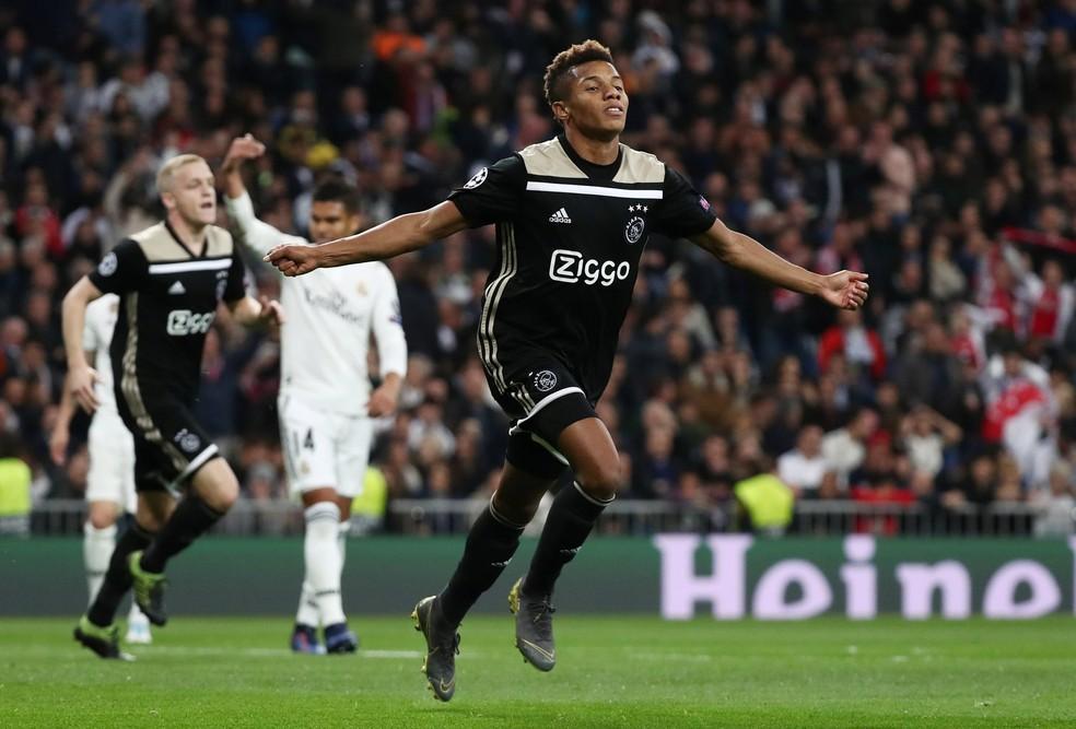 David Neres marcou um dos gols do Ajax sobre o Real Madrid — Foto: REUTERS/Sergio Perez