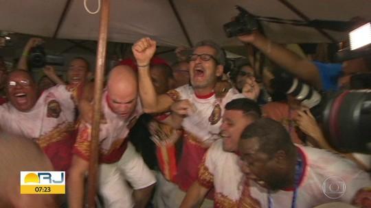 Integrantes comemoram a volta da Estácio de Sá ao grupo especial em 2020