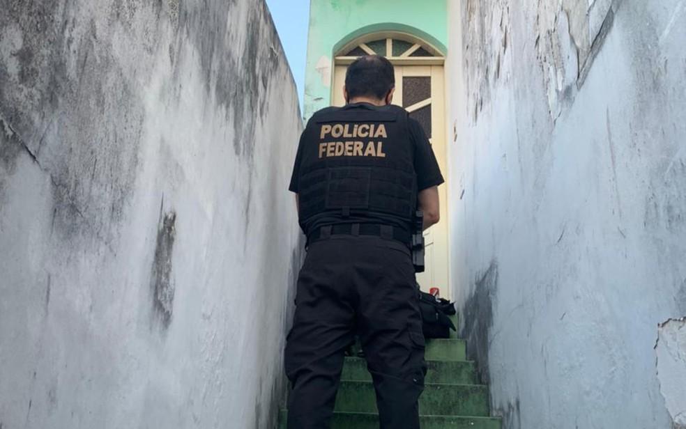 Operação foi deflagrada na manhã desta sexta-feira, em Salvador e Camaçari — Foto: Divulgação/Polícia Federal