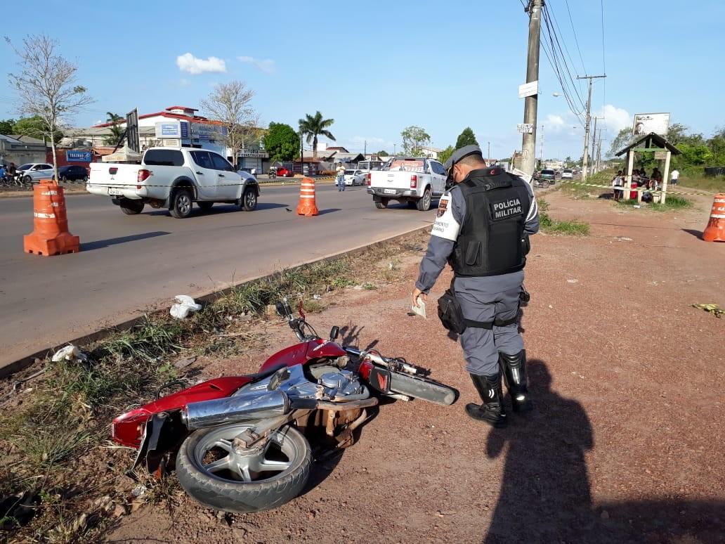 Motoqueiro morre ao colidir com picape em rodovia na Zona Oeste de Macapá