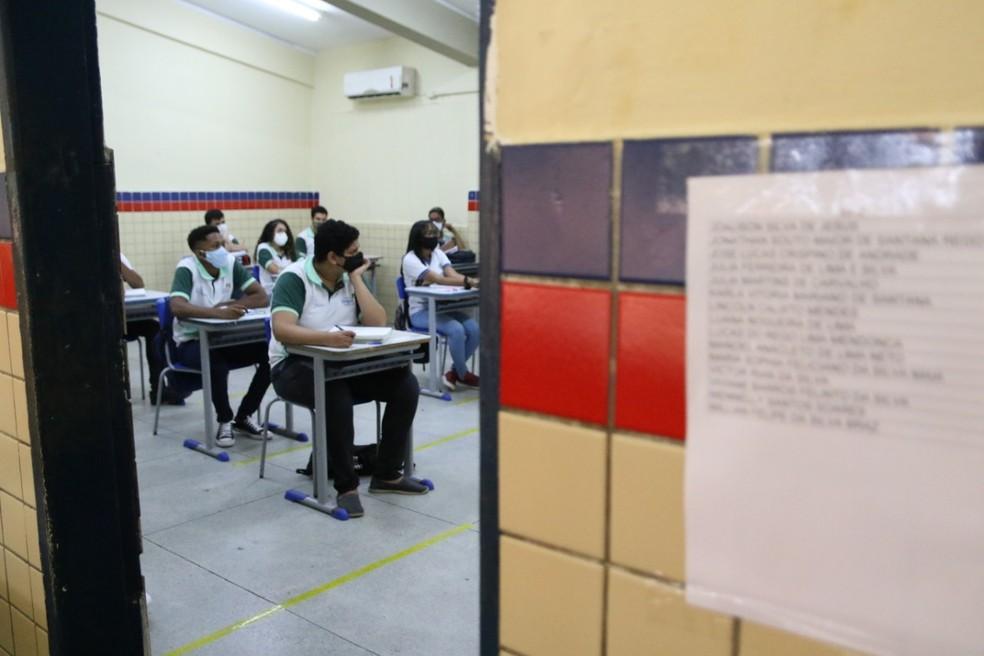 Matrículas de alunos novatos começam pela internet na terça-feira (15) — Foto: Marlon Costa/Pernambuco Press
