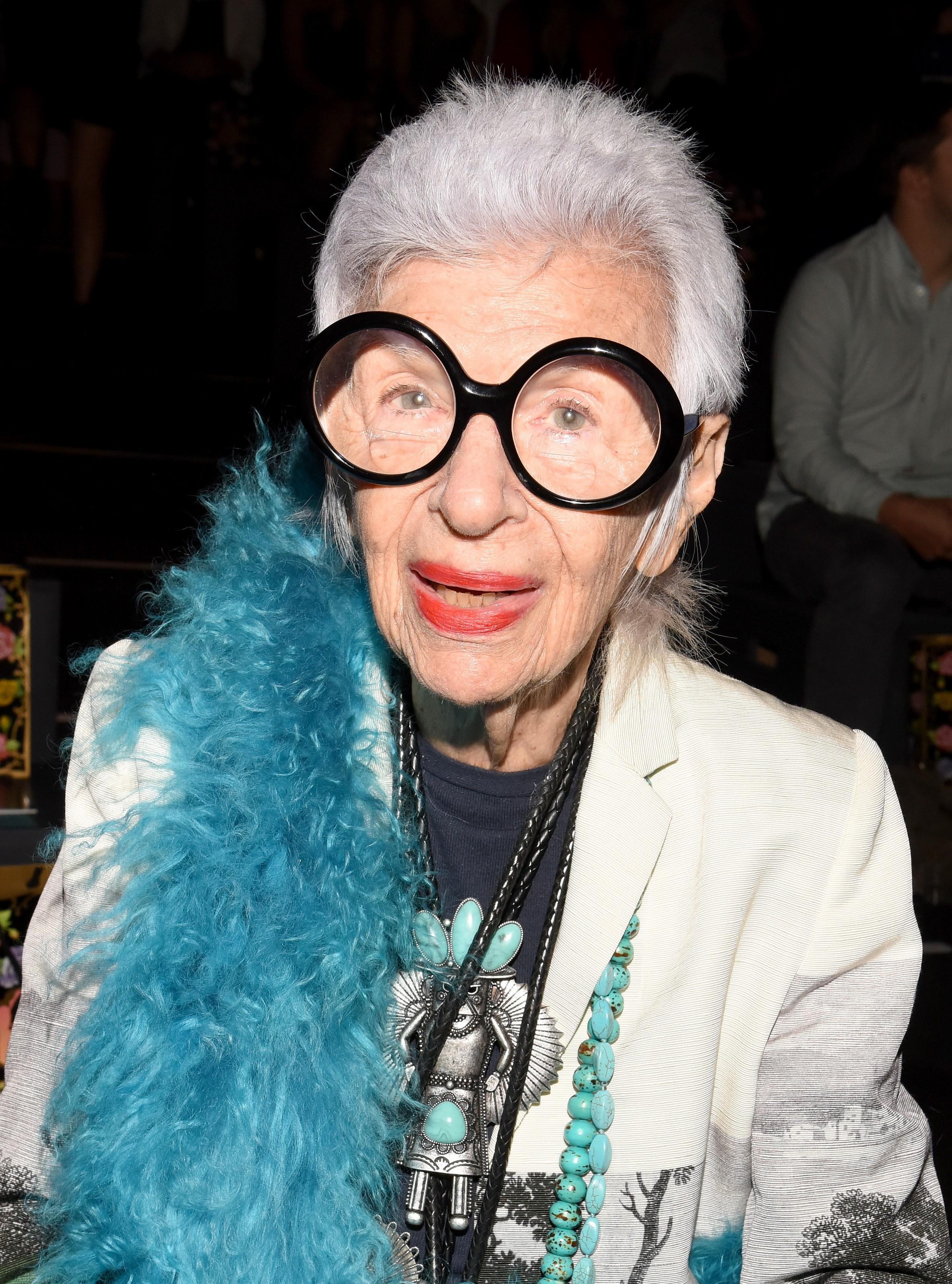 A americana Iris Apfel que completa hoje 97 anos (Foto: Getty Images)