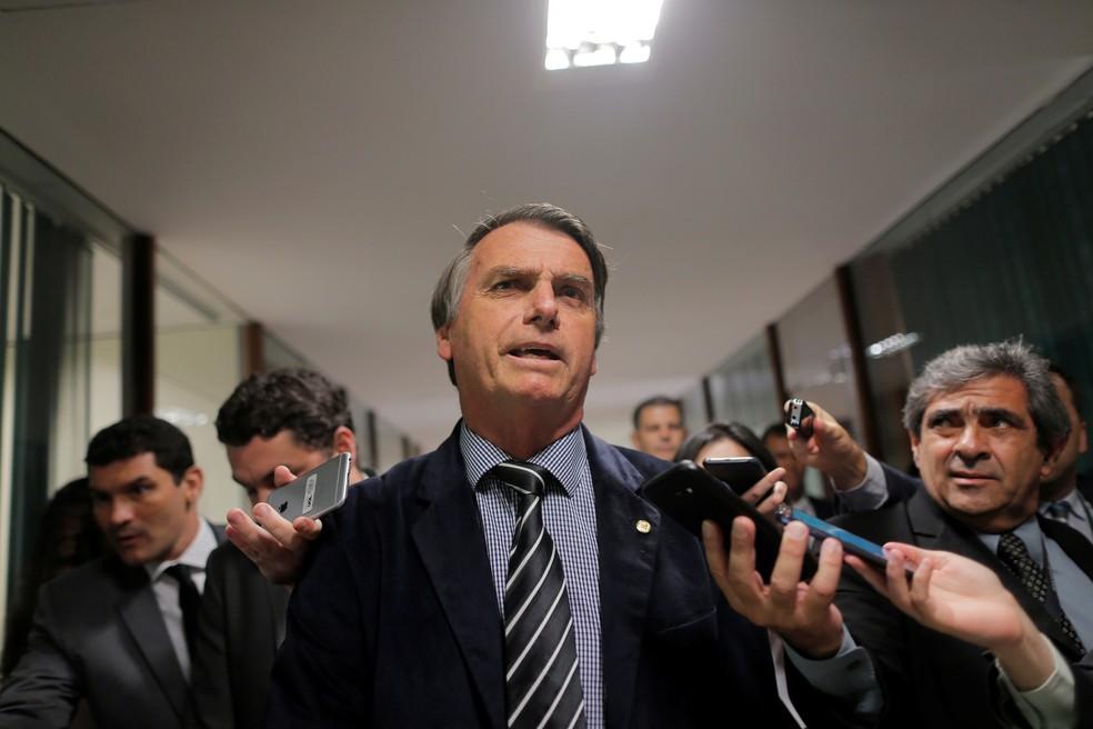 Jair Bolsonaro durante entrevista a jornalistas na Câmara dos Deputados (Foto: Reuters/Adriano Machado)