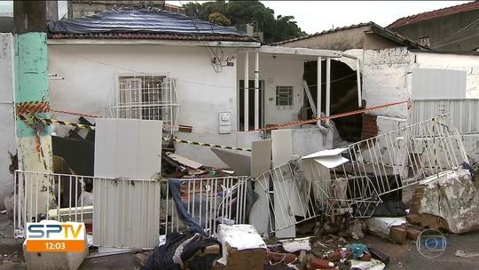 Mãe chora morte da filha em enchente de SP: 'Quando corri para pegá-la, ela afundou'