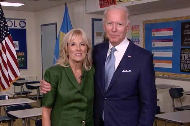 Joe Biden e a mulher, Jill Biden, durante a convenção democrata (Foto: Divulgação)