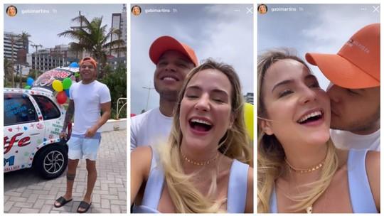 Gabi Martins usa carro de som para festejar 1 mês com Tierry: 'Se não for assim eu nem namoro'