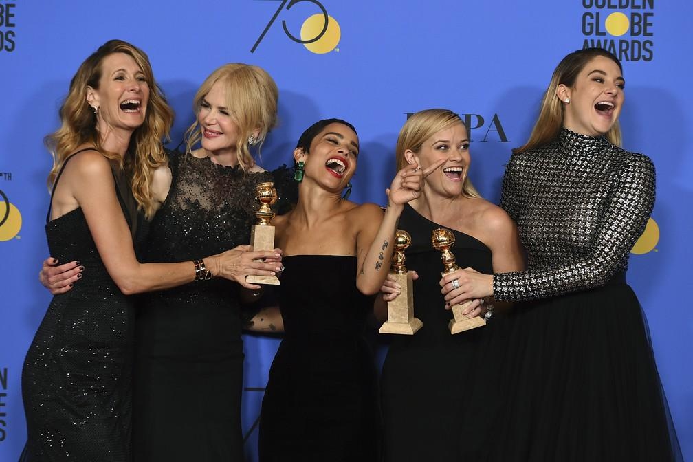 7 de janeiro - As atrizes Laura Dern, Nicole Kidman, Zoe Kravitz, Reese Witherspoon e Shailene Woodley comemoram Globos de Ouro da série 'Big Little Lies' (Foto: Jordan Strauss/Invision via AP)