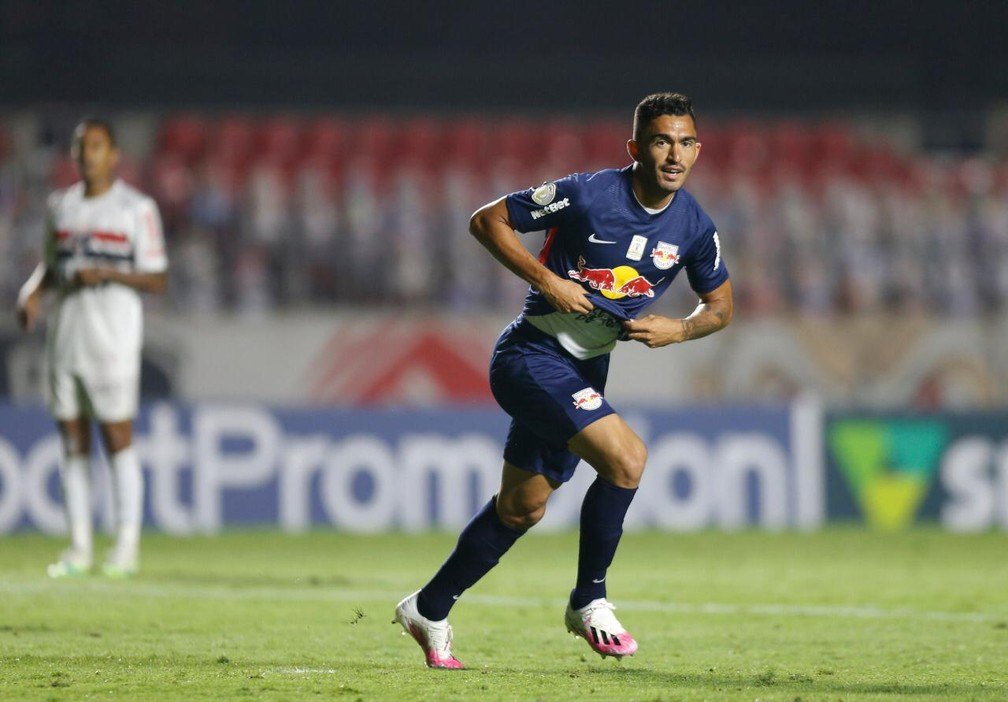 Raul comemora gol contra o São Paulo na estreia pelo Bragantino — Foto: Ari Ferreira/Red Bull Bragantino