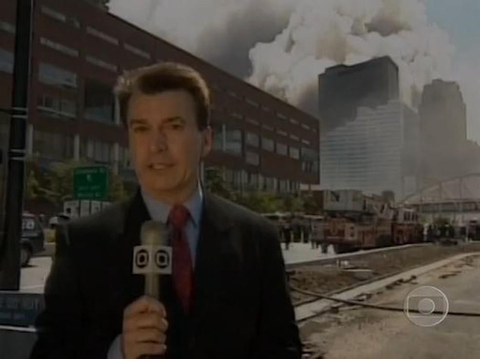 O repórter Edney Silvestre na cobertura dos atentados de 11 de setembro de 2001 — Foto: Reprodução TV Globo