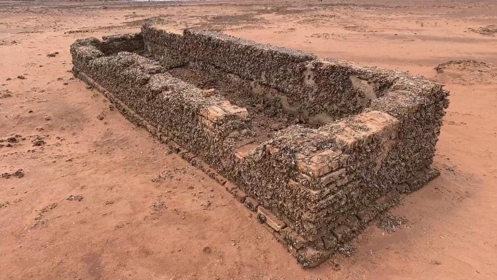 Ruínas da 'antiga cidade de Rubineia' reapareceram por conta da estiagem — Foto: Reprodução/Tv Tem