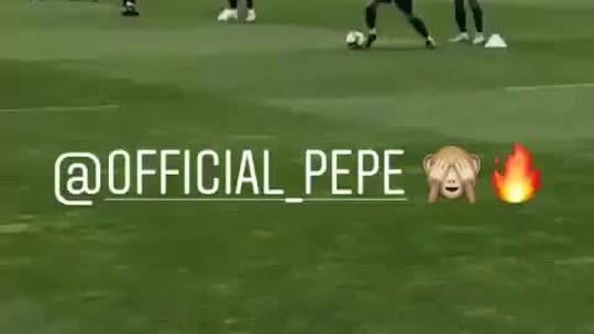 Zagueiro Pepe dá uma lambreta no treino da seleção portuguesa; vídeo