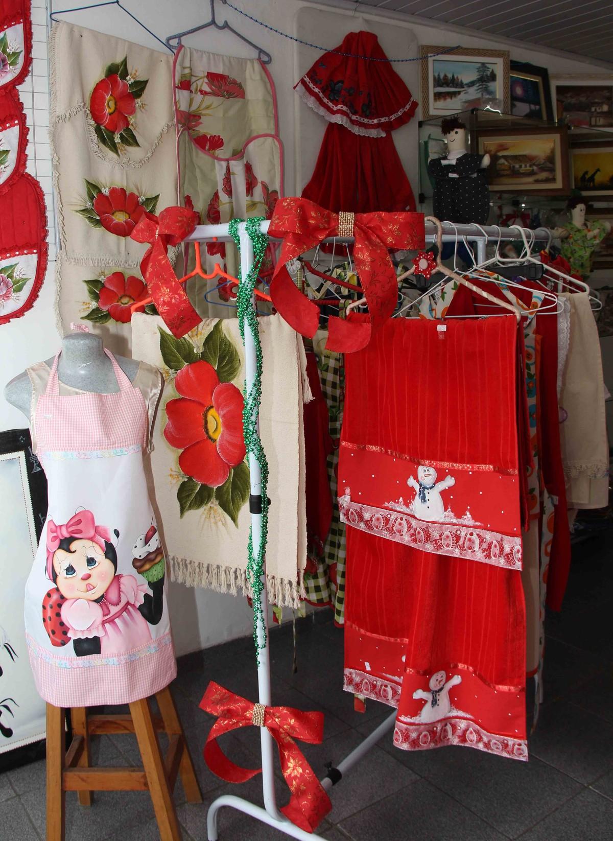 Bazar do Fundo Social de Itaquaquecetuba oferece peças artesanais com temas natalinos