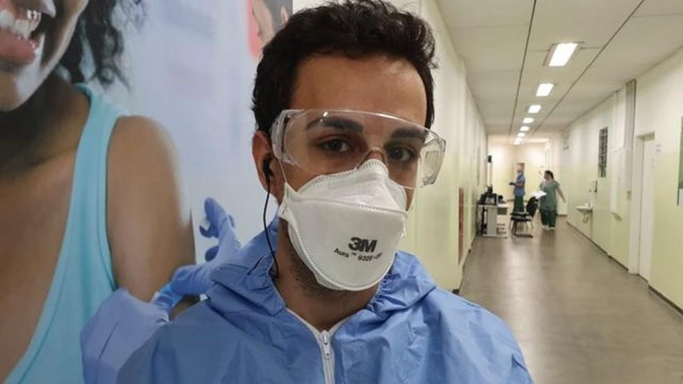 Médico relata que tentou confortar pacientes de ser intubada em razão de complicações do novo coronavírus — Foto: Arquivo pessoal/via BBC
