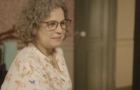 Na segunda-feira (16), Thelma (Adriana Esteves) vai confessar a Jane (Isabel Teixeira) que Danilo (Chay Suede) é Domênico Reprodução
