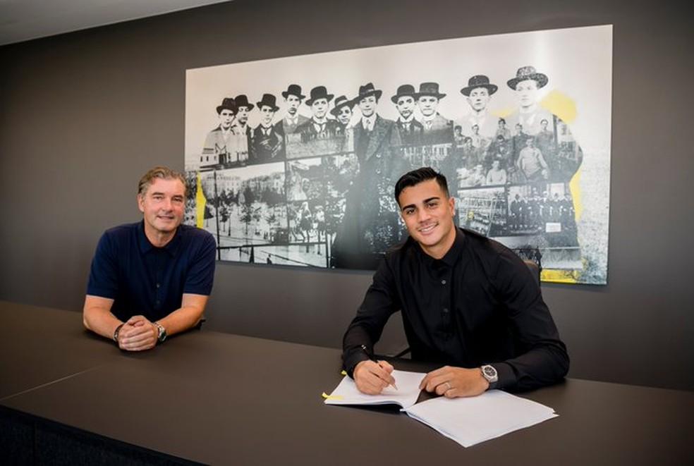 Reinier assina contrato com o Borussia Dortmund — Foto: Reprodução de Twitter