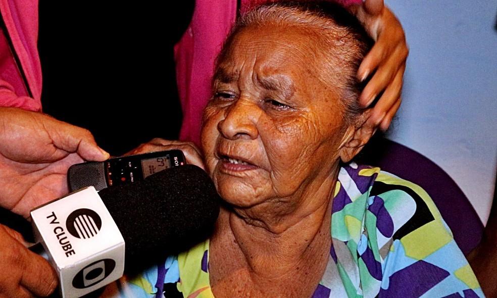 Mãe da vítima contou que filho reagiu ao roubo de mangueira (Foto: Kairo Amaral/TV Clube)