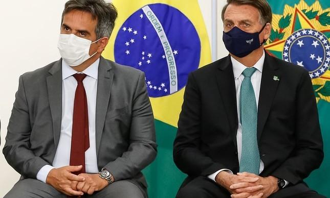 O ministro da Casa Civil, Ciro Nogueira, com Jair Bolsonaro em cerimônia no Palácio do Planalto