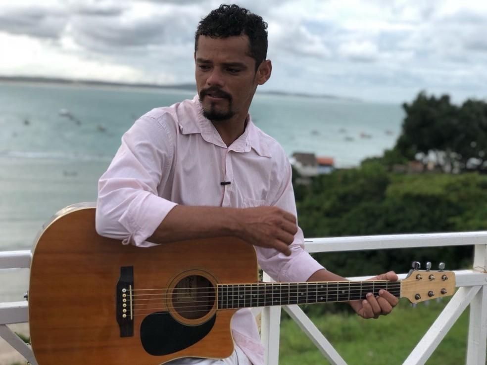 Pescador Zé Maria tem música na trilha sonora de Segundo Sol  (Foto: Lucas Cortez/G1)