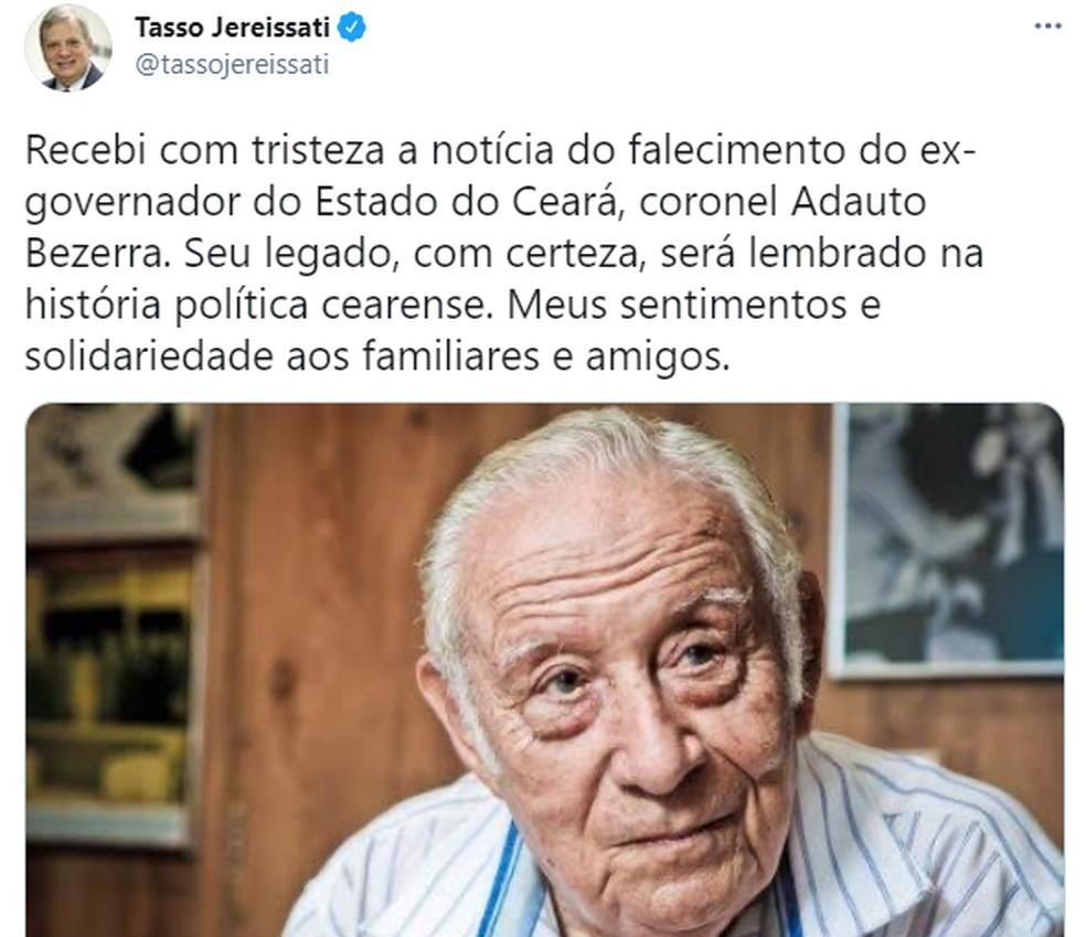 Tasso Jereissati lamentou, no Twitter, a morte de Adauto Bezerra — Foto: Reprodução/Twitter