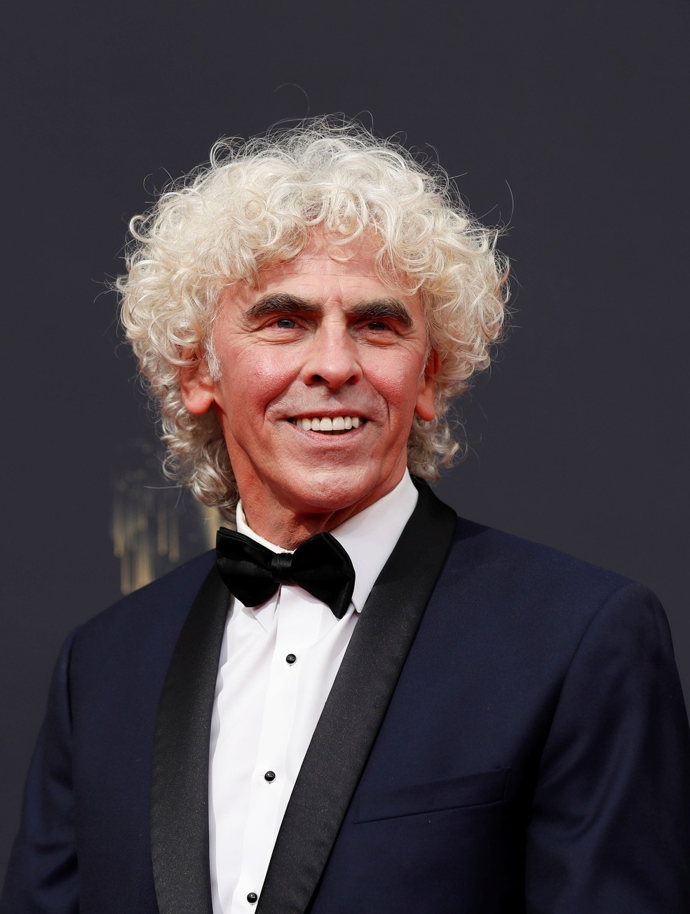 Diretor Declan Lowney chega ao Emmy 2021 — Foto: Mario Anzuoni/Reuters