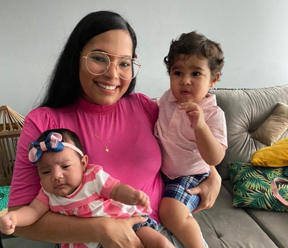 Evellyn Oliveira no Dia das Mães com os filhos Bento e Maria Alice — Foto: WhatsApp/Reprodução