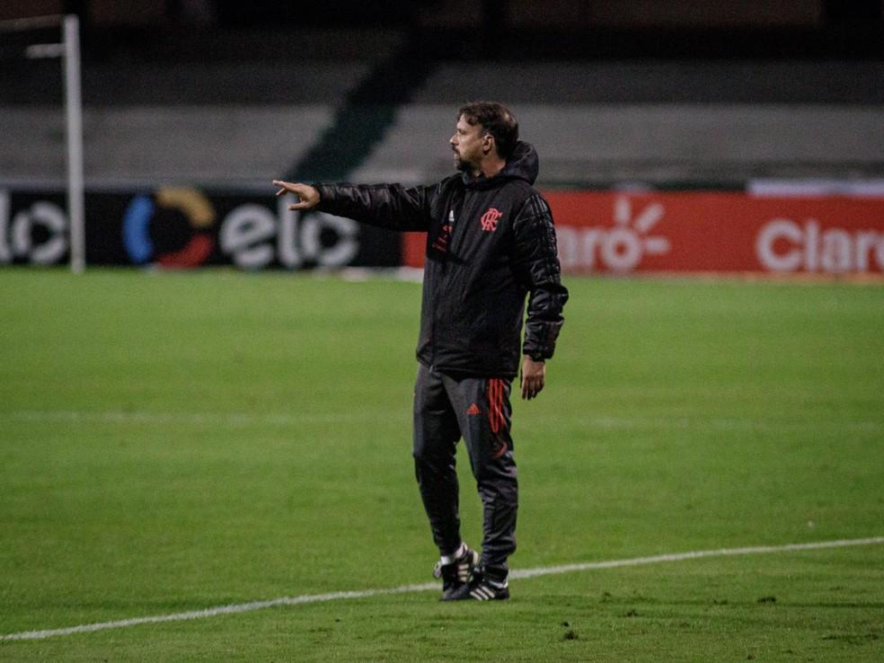 Maurício Souza comandou o Flamengo — Foto: Matheus Sebenello/Neo Photo