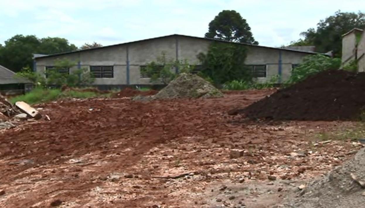 Motorista de aplicativo é encontrado morto ao lado do próprio carro na Região de Curitiba