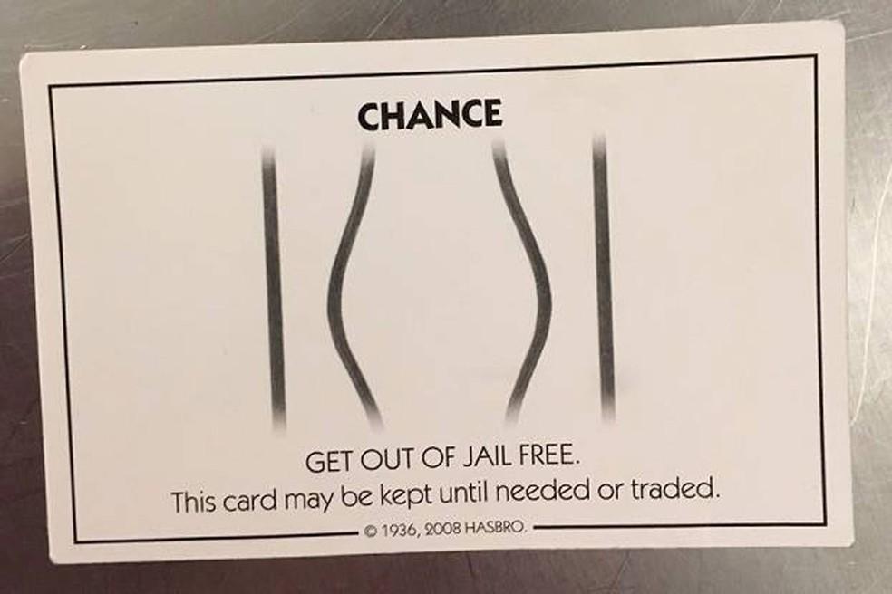 Homem usa carta do jogo Monopoly para tentar escapar da prisão nos EUA (Foto: Dakota County Police Office/Facebook)