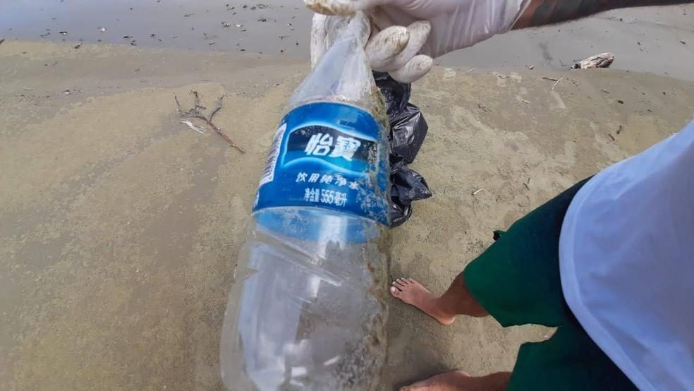 'Lixo internacional' em praias do litoral paulista preocupa educadores ambientais de ONG — Foto: Divulgação/Ecomov