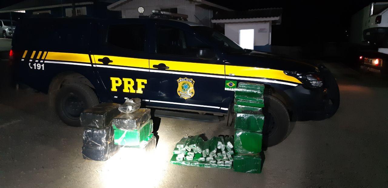 Após perseguição por 45 km, suspeito é preso com quase 300 kg de maconha em Porto Vitória