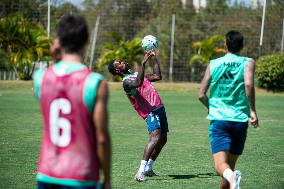 Gerson durante treino do Flamengo — Foto: Alexandre Vidal/Flamengo