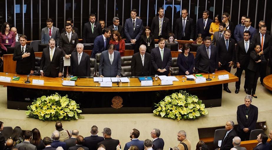 Em sessão no Congresso, Bolsonaro diz que a Constituição é o único norte da democracia