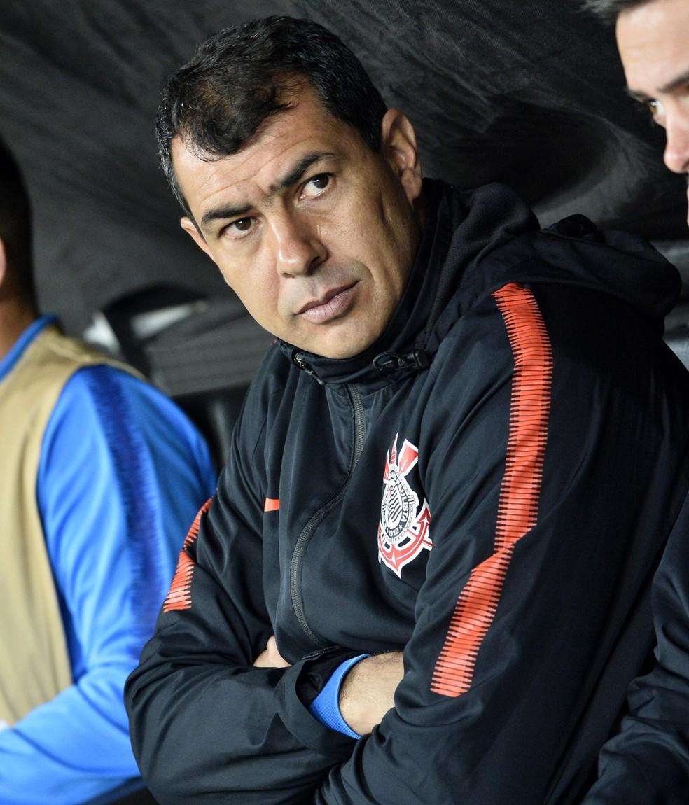 Fábio Carille no banco de reservas do Corinthians na partida diante do Fluminense — Foto: Marcos Ribolli