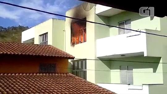 Incêndio atinge apartamento na região central de Paraibuna; veja