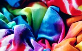 #GQemCasa: veja como fazer estampas tie-dye nas suas camisetas