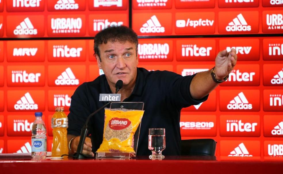 Cuca durante entrevista no São Paulo — Foto: Rubens Chiri / saopaulofc.net