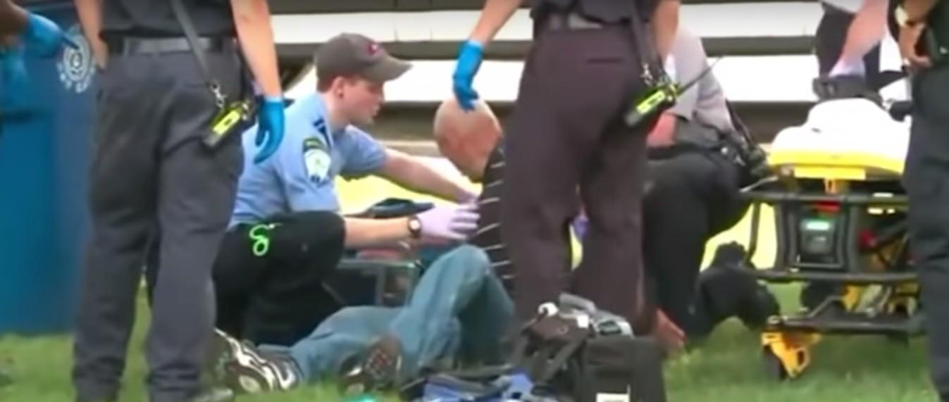 Homem é atendido em parque nos Estados Unidos (Foto: Reprodução)