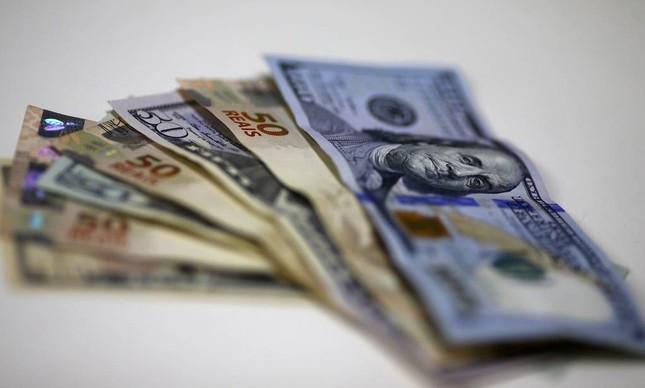 Cédulas de real e dólar