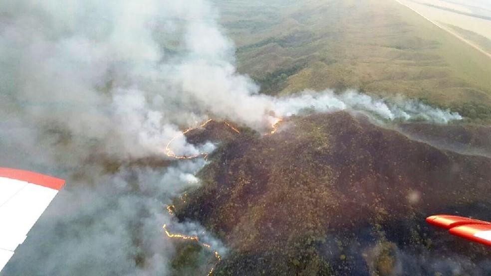 -  Bombeiros usam aeronave em combate a incêndios em nascentes do Rio Cuiabá  Foto: CBM-MT/Divulgação