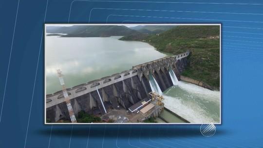 Chuvas enchem açude e causam rompimento de ponte em Tremedal