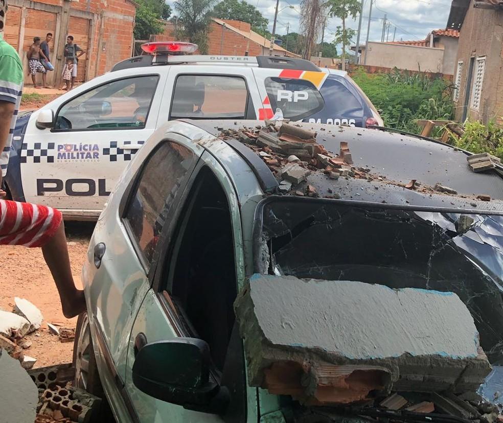 Carro invade casa em Cuiabá. — Foto: Divulgação