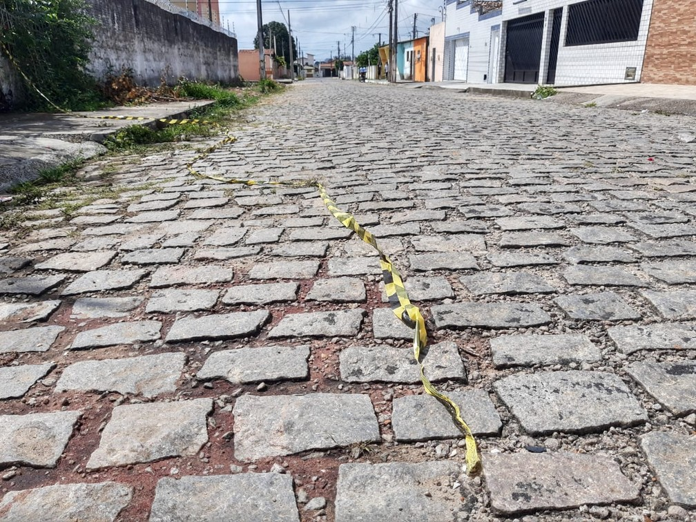Crime aconteceu na rua Marquês de Caravelas, no Pitimbu, em Natal — Foto: Lucas Cortez/Inter TV Cabugi