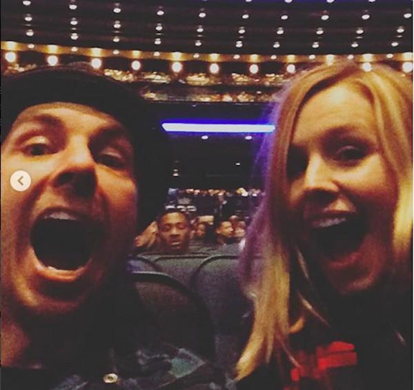 A atriz Kristen Bell com o marido (Foto: Instagram)