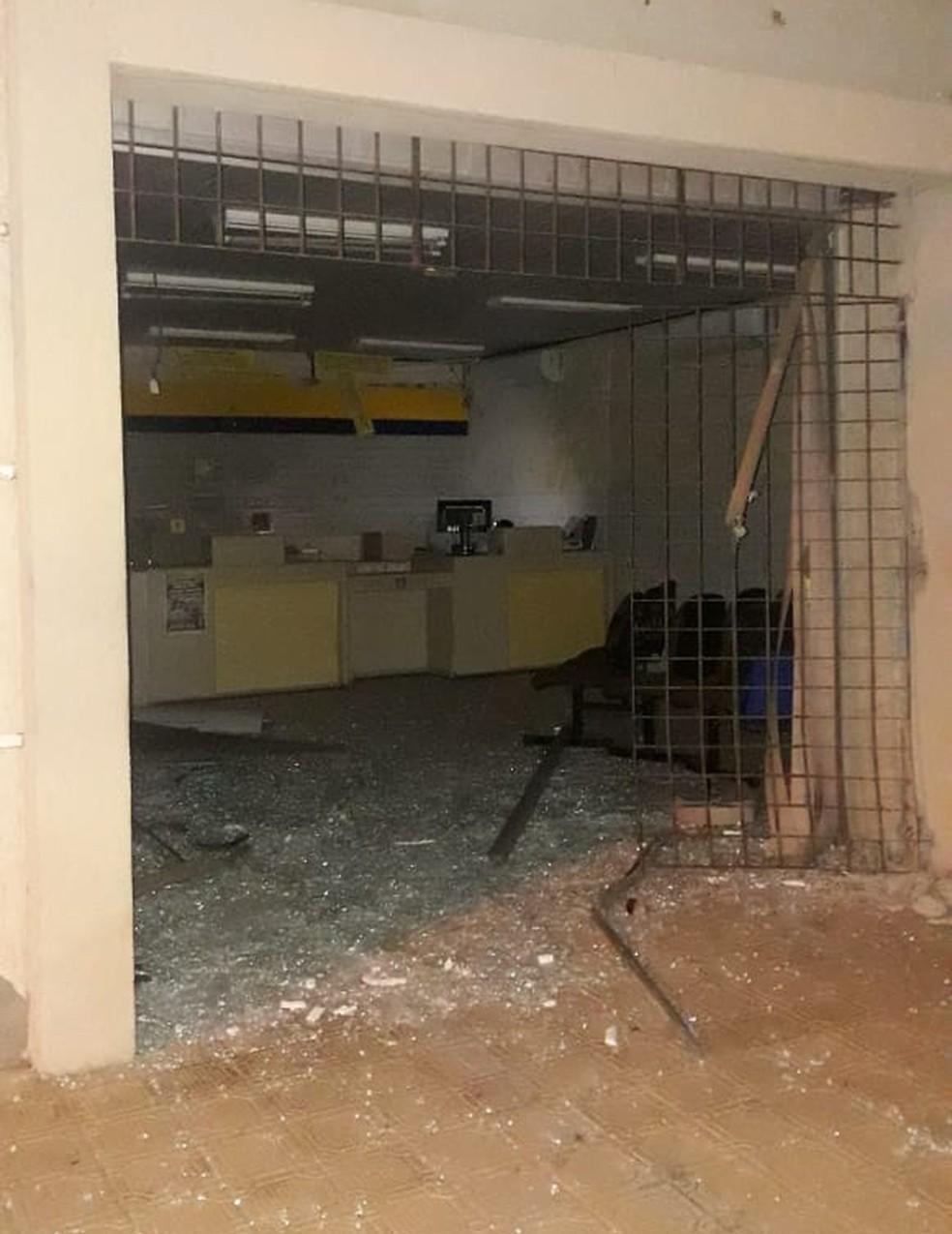 Correios e Lotérica foram atacados na madrugada de domingo (26) em Pedra Grande, RN — Foto: Redes sociais